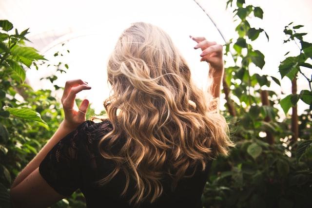 jak myc włosy